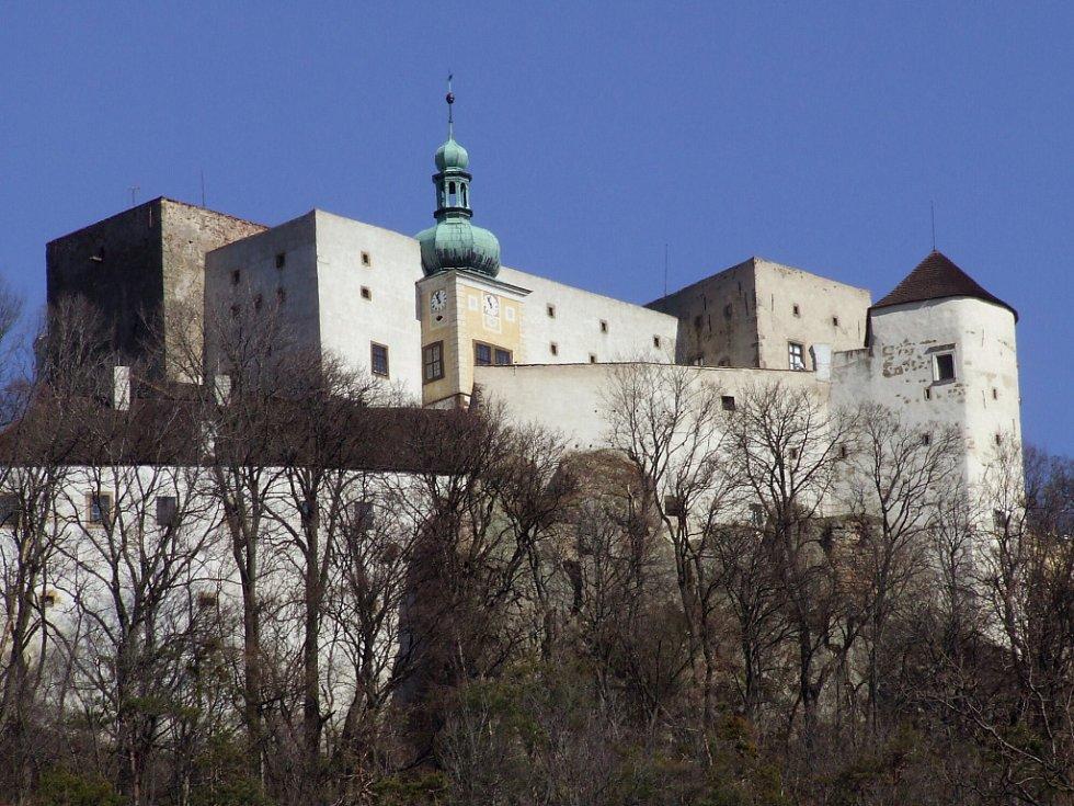 Nikdo nespočítá, kolik příběhů pamatují buchlovské hradní zdi.