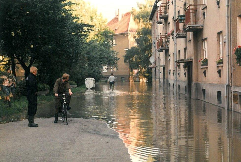 Povodeň v červenci 1997 v Uh. Hradišti: sídliště Tůně.