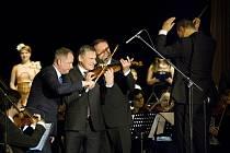 Slavnostním koncertem ve velkém sále uherskohradišťského Klubu kultury vyvrcholily oslavy 80 let od založení Základní umělecké školy Uherské Hradiště.
