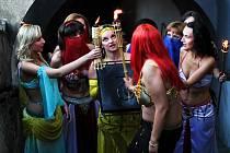 Dívky z taneční skupiny Šaryhan natáčely klip.