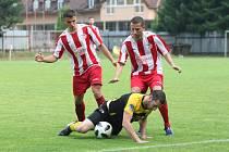 Fotbalisté Strání Brumova (v červeném). Ilustrační foto