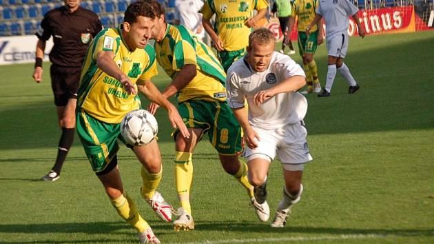 O vítězství 1. FC Slovácka nad Sokolovem rozhodl brankou ze začátku druhého poločasu domácí záložník Filip Racko (vpravo).