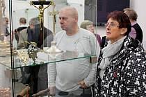 Výstava ve Slováckém muzeu přibližuje mravenčí práci, obsahující velice širokou škálu pracovních postupů konzervátorů a restaurátorů.