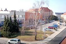 Parkoviště před hradišťským Klubem kultury. Ilustrační foto.