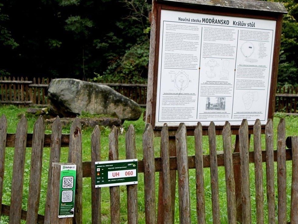 Lesy České republiky rozmístily v Chřibech 147 traumatologických bodů, díky nimž se v nich turisté mohou cítit bezpečnější.