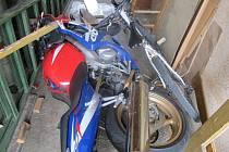 Vážné následky měla nehoda čtyřiadvacetiletého mladíka z Uherského Ostrohu, který v úterý 13. srpna o půl druhé odpoledne nezvládl svou motorku. S těžkými zraněními byl letecky transportován do olomoucké nemocnice.