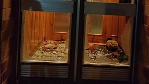 Exploze pyrotechniky a poškozené domy po výbuchu pyrotechniky v Dolním Němčí