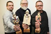 Ceny Největší z pierotů za rok 2015 představují na snímku kromě šéfredaktora dlouholetého Slováckých novin Jiřího Jilíka (uprostřed), také jeho následníci ve Slováckém deníku, někdejší Martin Nevyjel (vlevo) a současný Pavel Bohun (vpravo).