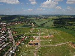 Bydlení v nové uherskobrodské zóně Nad Zámkem si první obyvatelé pochvalují.