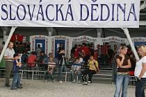 Do Slovácké dědiny se na promítání zápasů reprezentace vejdou čtyři stovky diváků.