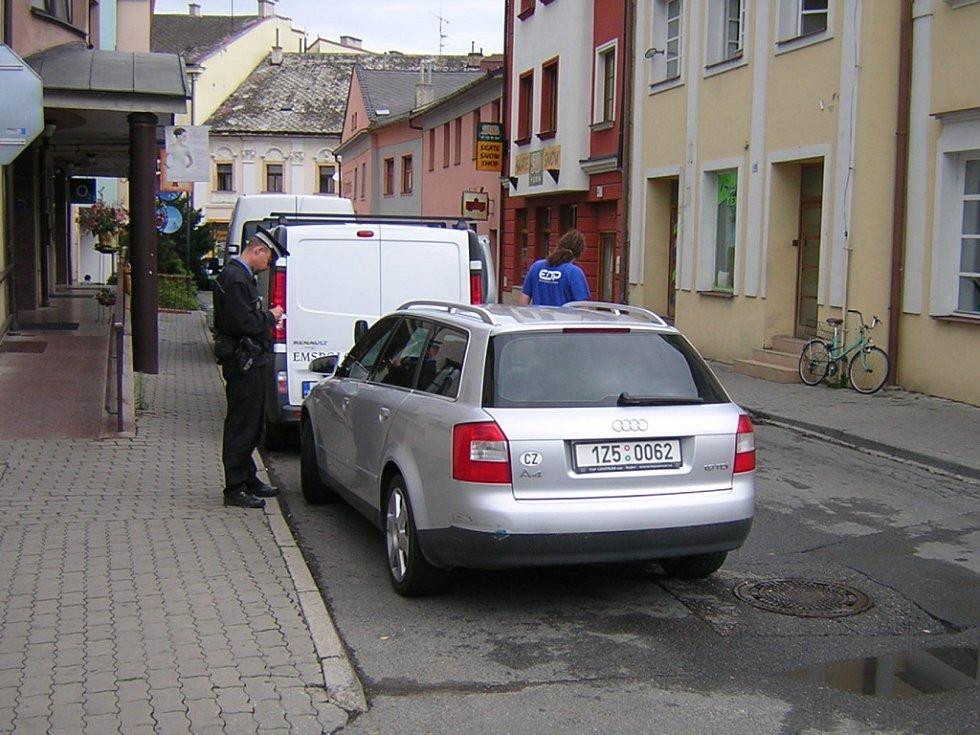Podobné odstavení automobilu může znamenat ohrožení silničního provozu.