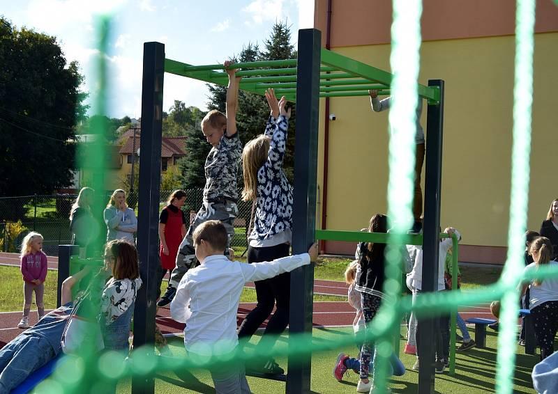 Slavnostní otevření multifunkčního hřiště v Březové.