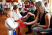 O hezký dárek k prošlému Svátku matek se postaraly svým vystoupením děti ze Sušic a modelky.