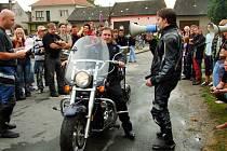 Motocykly uchvátily topolenské zvědavce.