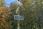Od Kamenné búdy po červené značce pěšinkou lesem na vrchol Velké Javořiny a odtud zpátky po modré a následně žluté značce po krásné nové asfaltce ke Kamenné búdě. Tento, 11.6 kilometru dlouhý okruh zvládl 15. října Lhoťan Stanislav Dufka s manželkou