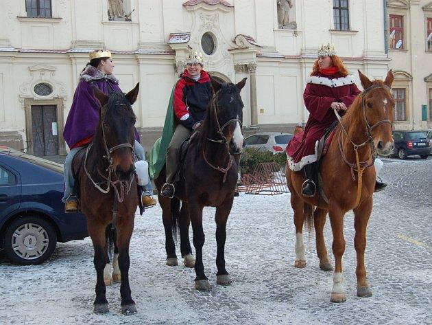 Kašpar, Melichar a Baltazar v sedlech.