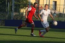 Fotbalisté Slovácka B (bílé dresy) ve středečním vloženém zápase 17. kola MSFL zdolali Viktorii Otrokovice 4:0.