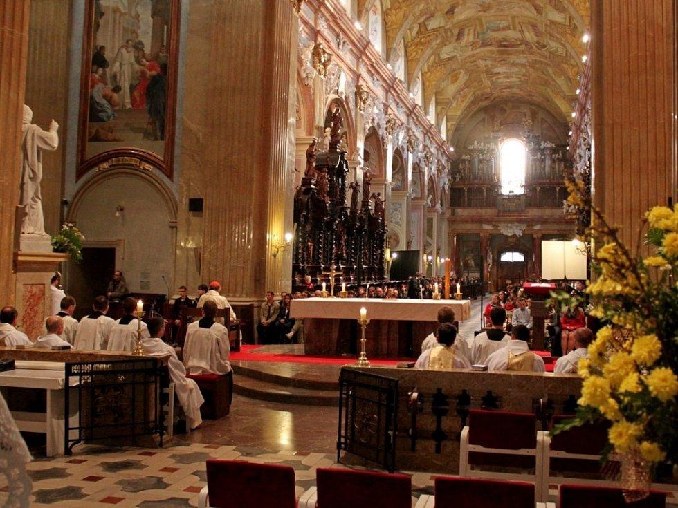 Na Velehrad dorazily stovky vysokoškoláků. Přijel je tam pozdravit kardinál Duka