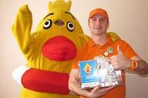 Pro sbírku Pomozte dětem vybral kouzelník Jiří Hadaš (na snímku) přes 87 tisíc korun.