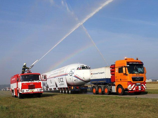 """""""Velký přelet"""" transport letadla Tu 154 M do muzea letadel v Kunovicích."""