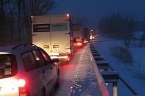 Přejezd Bílých Karpat, úsek Nový Dvůr (Rasová) byl v pondělí 18. března večer značně komplikovaný.