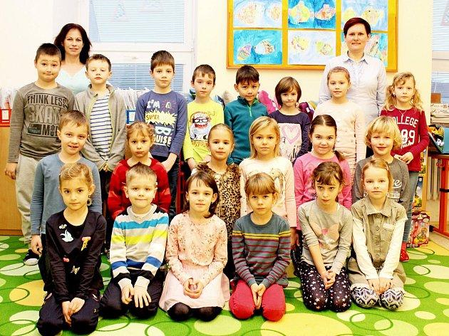 ZŠ Tupesy. Vpravo na snímku třídní učitelka Andrea Čagánková a asistentka pedagoga vlevo Andrea Lukášová