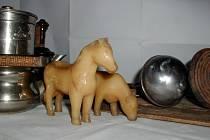 Nejstaršími hračkami v Muzeu Podhradí Buchlovice budou koník a kravička z polyamidu.