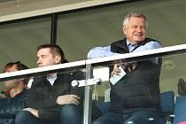 Majitel fotbalového Slovácka Zdeněk Zemek (vpravo).