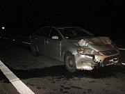 Noční srážka dvou osobních aut si vyžádala tři zraněné