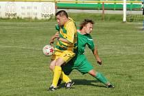 Útočníkovi Břestku Dušanu Hubáčkovi (vlevo) domácí obrana skórovat nedovolila, a i proto Tupesy zvítězily 2:1.
