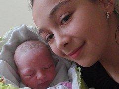 SESTRY. Noemi Tomaštíková, 2. 12. 2015, 2900 g, 50 cm, Uherské Hradiště. Na snímku se svojí starší sestřičkou Nicol.