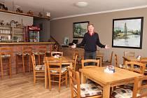 Zdeněk Pospěch má kvůli chybnému rozhodnutí stavebního úřadu v roce 2014 svoji restauraci v Uherském Hradišti - Mařaticích dočasně zavřenou a prázdnou. Na krku mu přitom visí hned několik splátek za její vybavení.