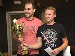 Prvenství ve Slovácké firemní tenisové lize obhájil tým Tradixu ve složení Radek Křen a Radim Straka.