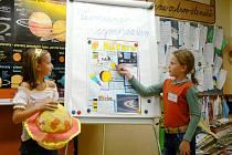 Z  každé skupinky dětí ve třídě se stali odborníci na jednu planetu sluneční soustavy.
