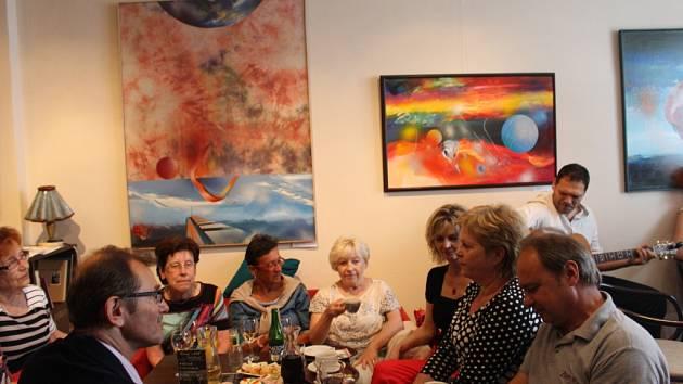 Výstava Vlastimila Mahdala v uherskobrodském Cafe Clubu.