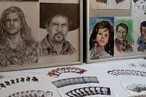 Až do nedělního večera lze zhlédnout v sále restaurace U Burdů v Jalubí premiérovou výstavu zhruba 150 obrázků malířského a kreslířského samouka, 53letého Zdeňka Daňka.