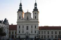 Farní kostel sv. Františka Xaverského na Masarykově náměstí v Uh. Hradišti.