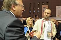 Ve čtvrtek 15.1. 2015, první den největšího veletrhu cestovního ruchu ve střední Evropě Regiontour byla slivovicí slavnostně pokřtěna kniha Libora Velana Jak chutná Východní Slovácko.