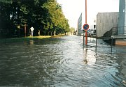 Povodeň v červenci 1997 v Uherském Hradišti. Ulice Jiřího z Poděbrad.