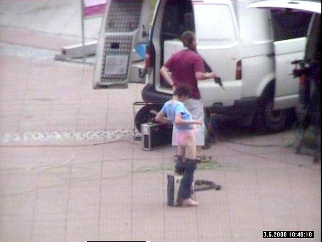 Kamerový systém zachytil svlékající se ženu na náměstí Míru ve Zlíně.