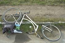 Neobvyklou nehodu řešili dopravní policisté ve Zlechově. Cyklista tam upadl poté, co se mu za jízdy rozpadlo kolo.