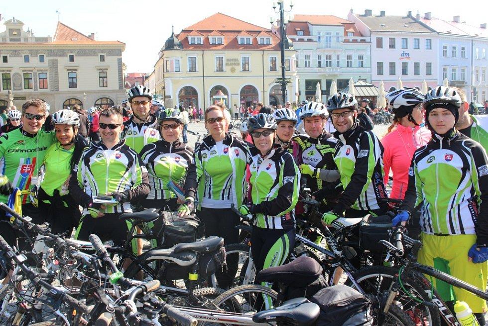 Kolem jednoho tisíce cyklistů se 30. dubna vydalo na výlet po šesti připravených stezkách Slovácka.