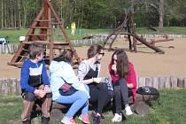 Děti se v rámci Dne země v Kunovském lese dozvěděly spoustu informací o obojživelnících či dravcích.