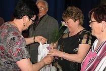 Při oslavách Dne matek nezapomenuli pořadatelé ani na jubilanty organizace.