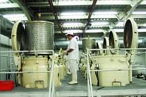 Výrobní závod konzervárenského giganta ze Slovácka se nachází v jižní části Rumunska, ve městě Caracal. Zaměstnání tam získalo bezmála 300 místních obyvatel.