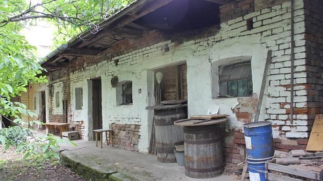 Historický domek v Kněžpoli, takzvané Kučerovo, je jediným svého druhu v obci. Přesto o něj s největší pravděpodobností obec příjde. A podobný osud čeká i další budovy v některých obcích na Slovácku.