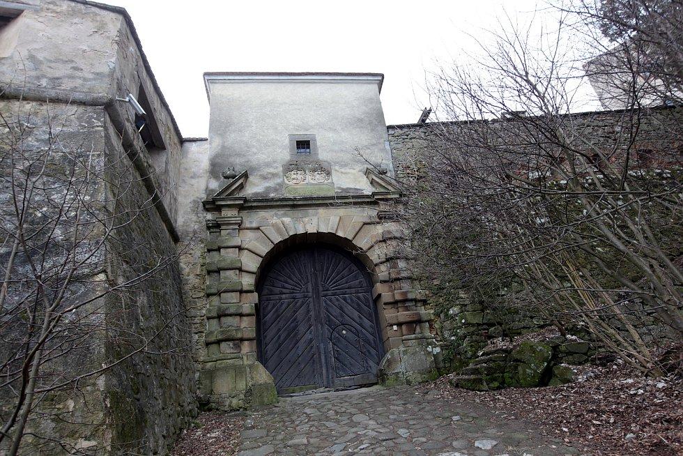 Hrad Buchlov při jarních přípravách na návštěvnickou sezonu roku 2021.