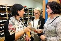 Jalubský kulturák byl od sobotních deseti hodin až do pozdního večera plný milovníků vína.