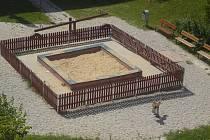 Městští úředníci nechali z pískoviště odstranit krycí plachtu. Obyvatelé čtvrti s tím ale příliš nesouhlasí.