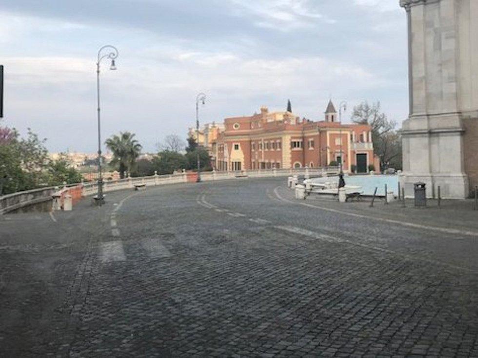 Prázdné ulice Říma v období koronavirové krize..